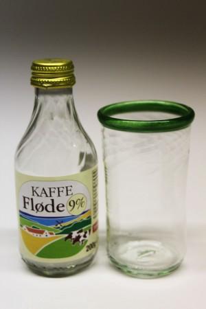 Mælkeflaske upcycled til drikkeglas