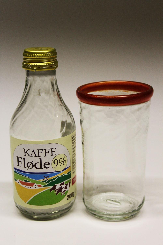 Flødeflaske upcycled til drikkeglas