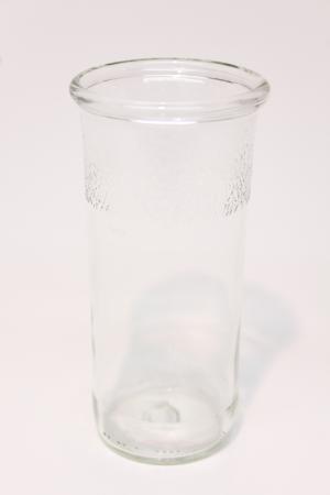 Drikkeglas af klar flaske