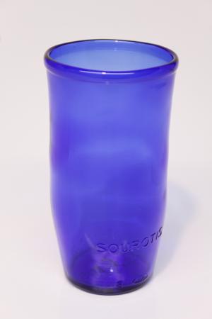 Drikkeglas af blå flaske
