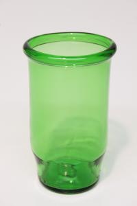Drikkeglas med rund kant lavet af grøn flaske
